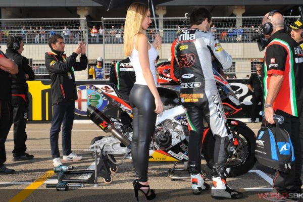 grid-girl-moto-gp